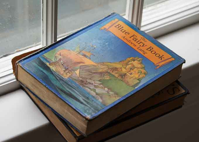 Compared with modern editions, vintage books often have beautiful illustrations and a more accessible price tag.