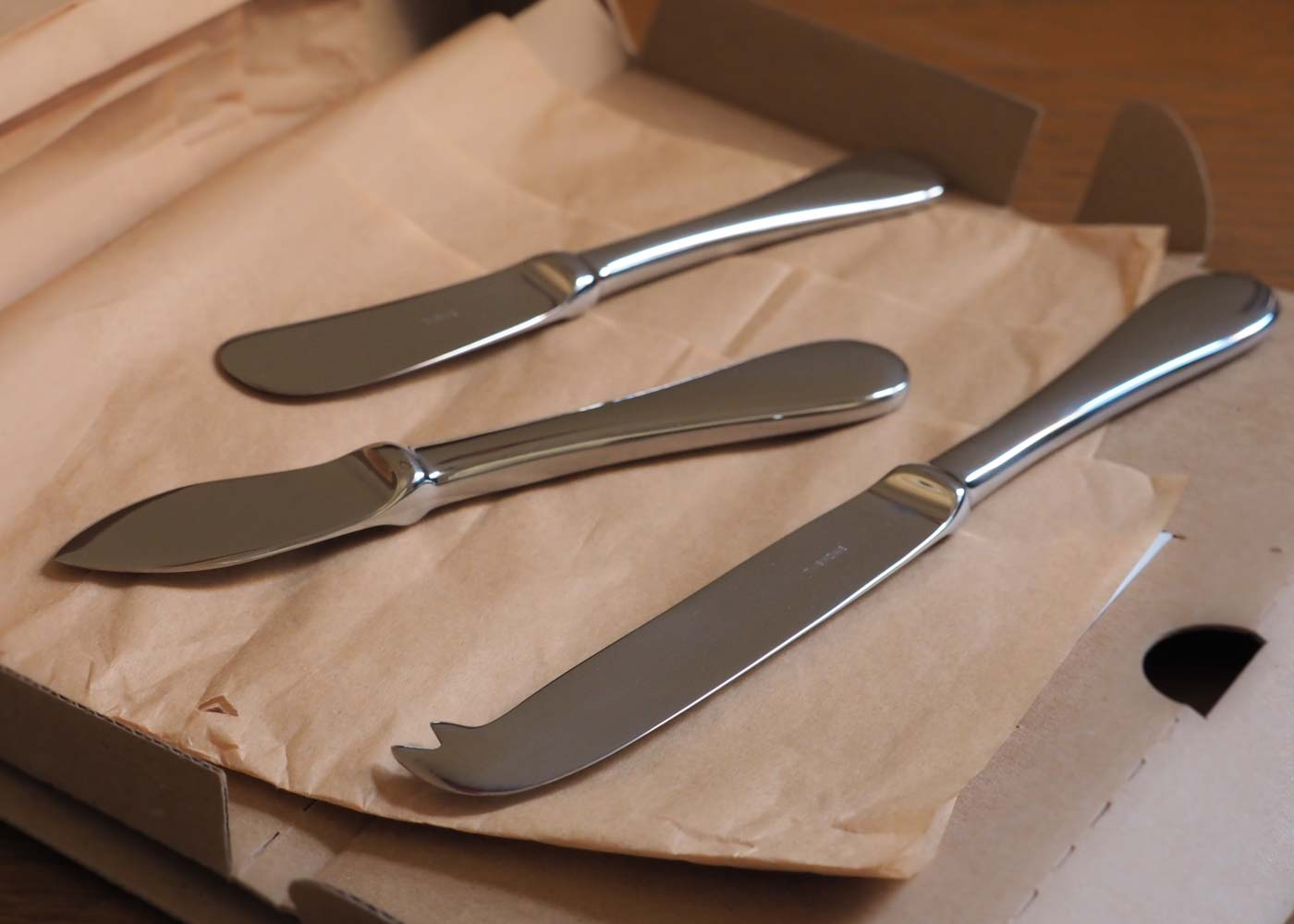 Snowe cheese utensils: simple but elegant.