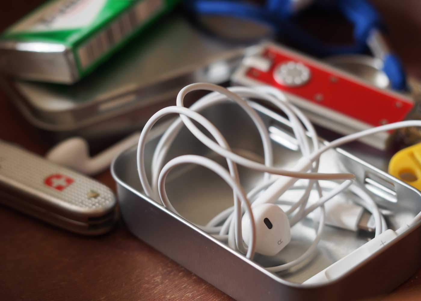 Protect and organize small items in your purse or handbag with small tins - be it earbuds, or chewing gum.